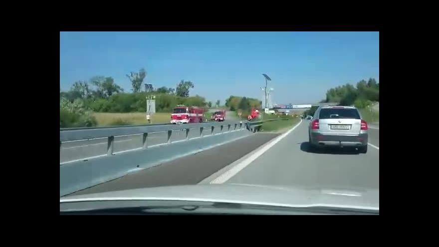 Video Kolize dvou aut si vyžádala pět obětí