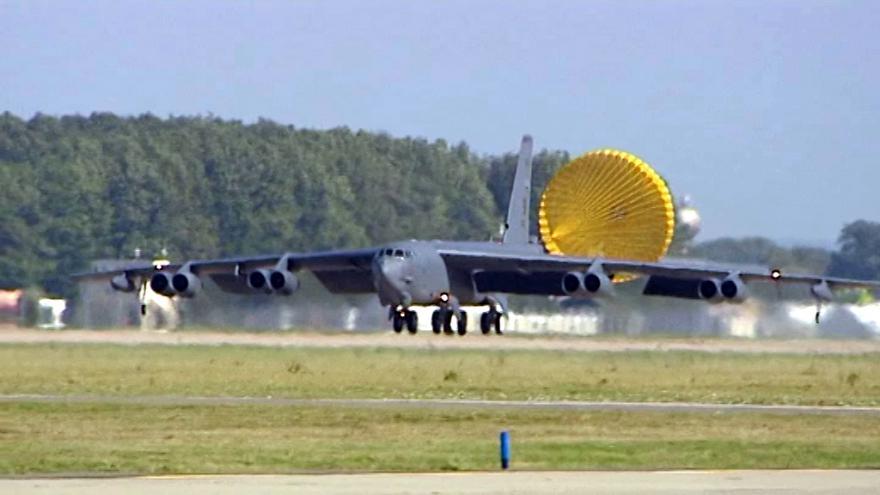 Video Přistání bombardéru B 52