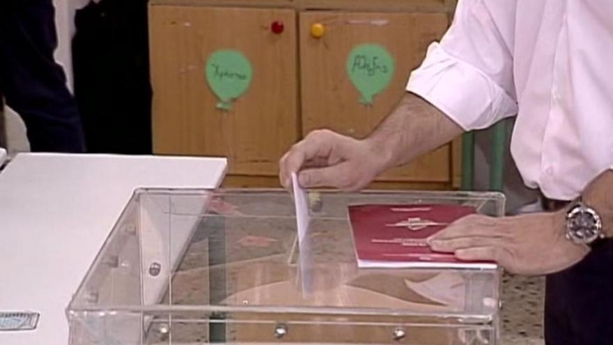 Video UDÁLOSTI: Povolební průzkumy naznačují vítězství Syrizy