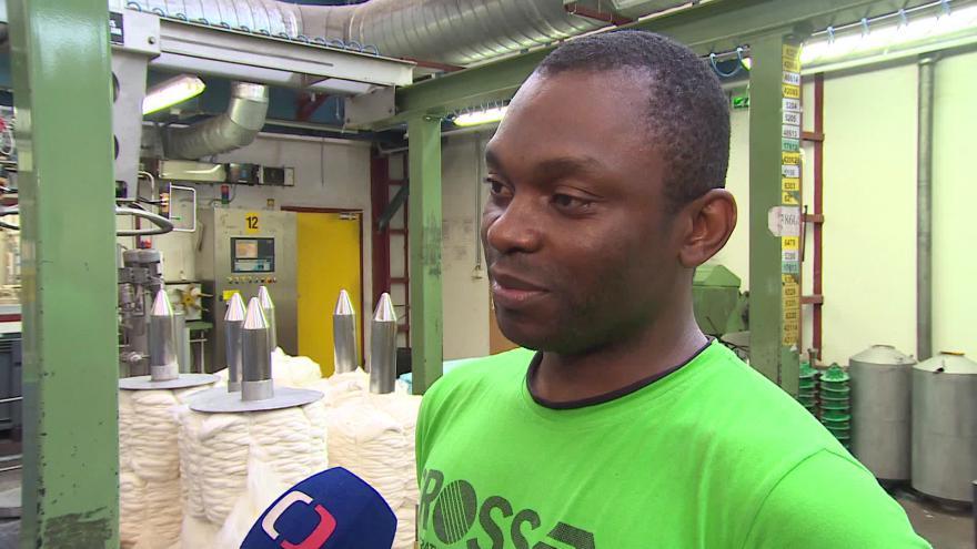 Video Uprchlík z Konga Kazadi Dykenka o práci v Česku