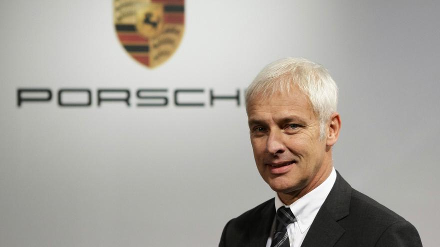Video Největším favoritem je šéf Porsche Müller