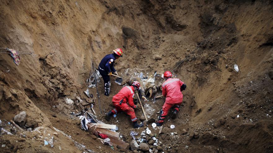 Video Sesuvy půdy v Guatemale si už vyžádaly nejméně 73 mrtvých