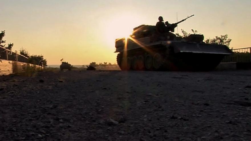 Video Bojující strany na Donbasu začaly se stahováním zbraní menší ráže z frontové linie