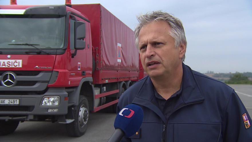 Video O převozu humanitární pomoci hovoří hasič Josef Křen