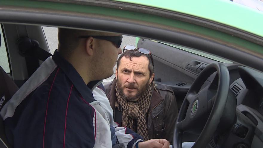 Video Bez komentáře: Nevidomí si v Brně vyzkoušeli řízení auta
