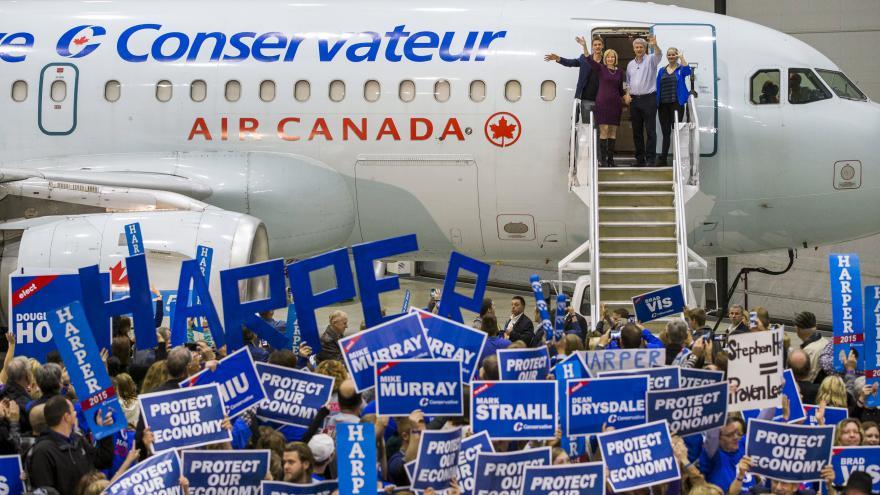 Video Konzervativní stranu premiéra Stephena Harpera by po necelých deseti letech mohli vystřídat opoziční liberálové