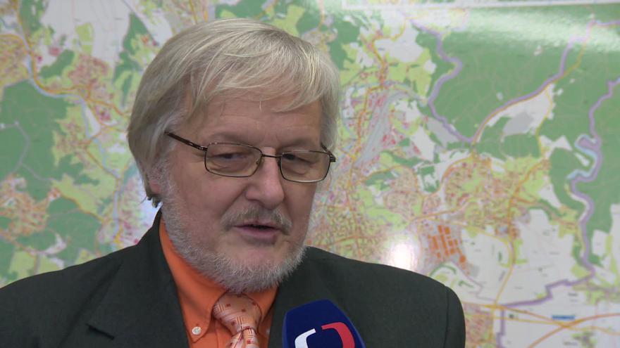 Video Radní pro dopravu Zdeněk Pavlík (ČSSD) o souběžných opravách