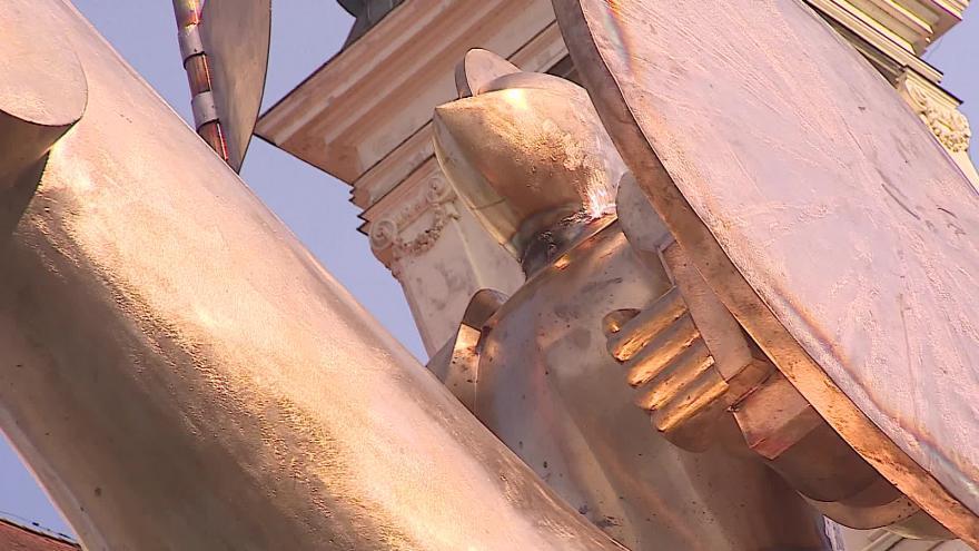 Video No comment: Uprostřed Brna se tyčí osmimetrová socha