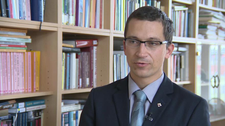 Video Politologa Stanislav Balík o roční vládě čtyřkoalice