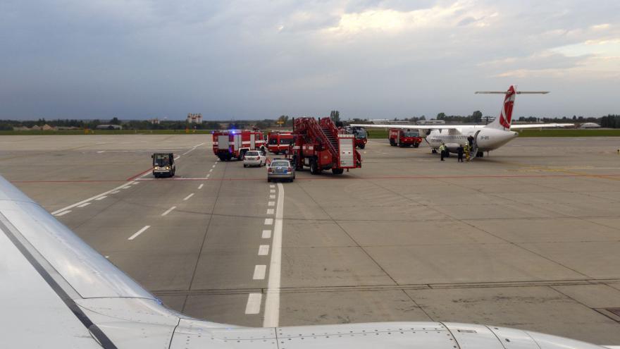 Video Veselíci se cestující letadla, které úspěšně nouzově přistálo v Amsterodamu