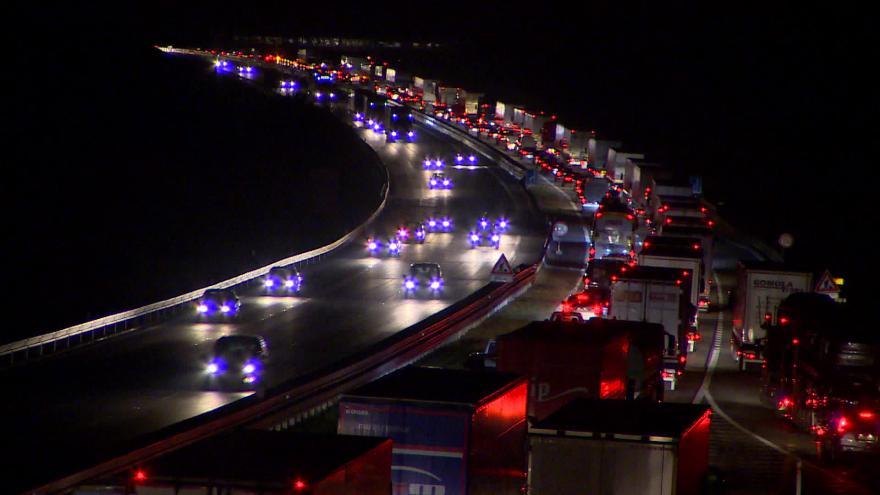 Video Bez komentáře: Noční a ranní kolony na dálnici D1 u Brna