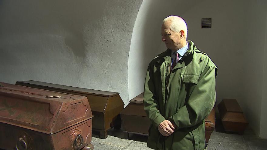 Video Bez komentáře: Kníže Hans Adam II. navštívil rodinnou hrobku