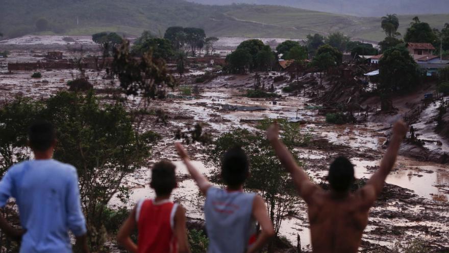 Video BEZ KOMENTÁŘE: V Brazílii se protrhla nádrž s odpadní vodou