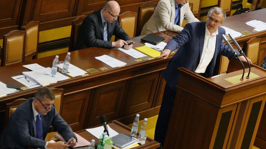 Video ŽIVĚ: Odpovědi členů vlády na písemné interpelace