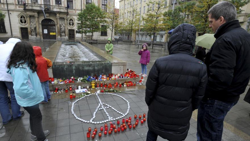 Video V Česku se rozezněly zvony na památku obětí pařížských útoků