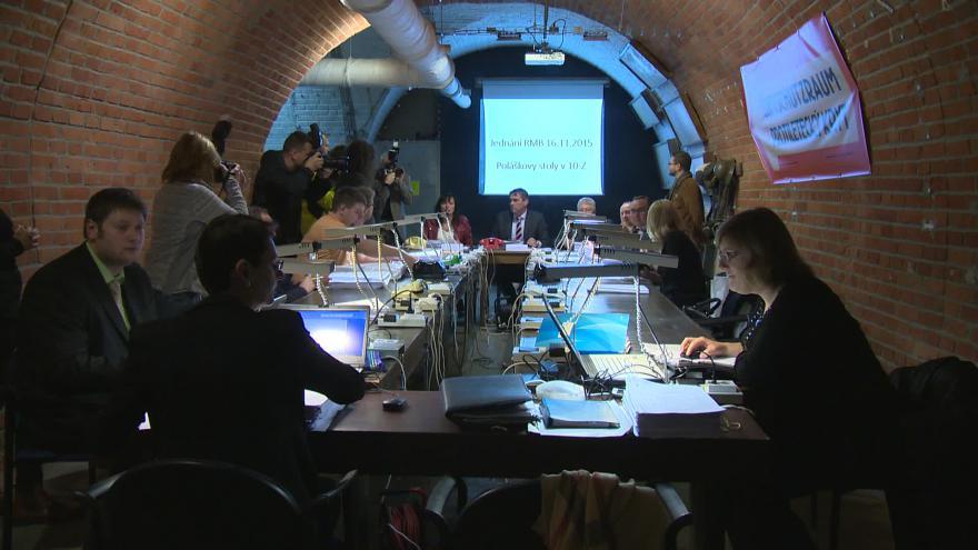 Video O cenných stolech hovoří historik a provozovatel krytu Pavel Paleček