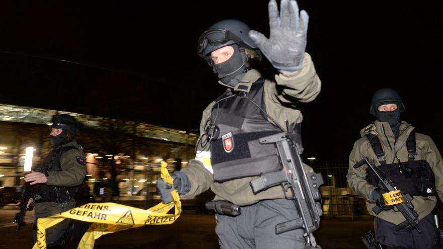 Video Bombová hrozba v Hannoveru