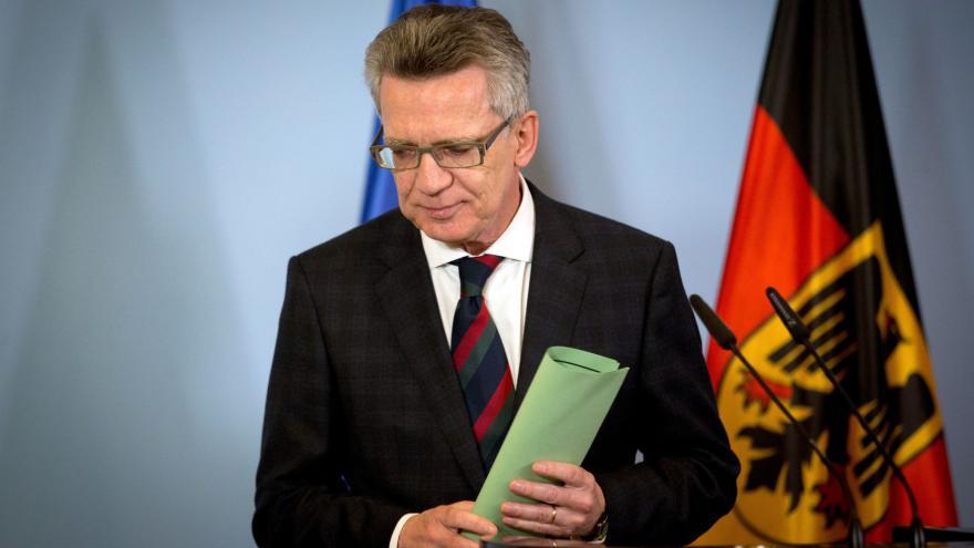 Video Německý ministr vnitra Maizière k událostem v Hannoveru