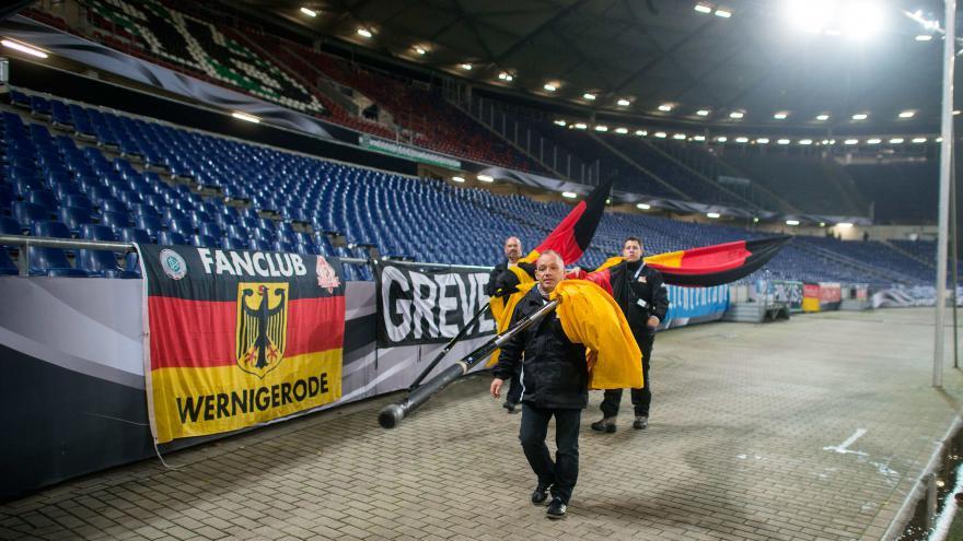 Video Ochozy fotbalového stadionu v Hannoveru zůstaly prázdné