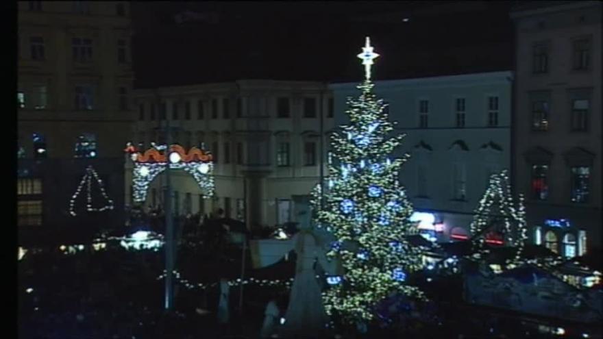 Video Vánoční strom v Brně se rozsvítil