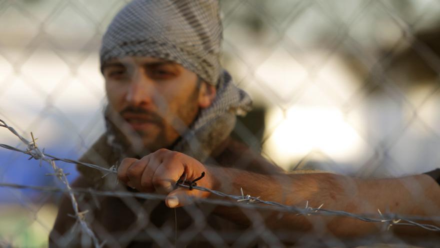 Video Makedonští vojáci pokračují ve stavbě plotu na hranicích s Řeckem