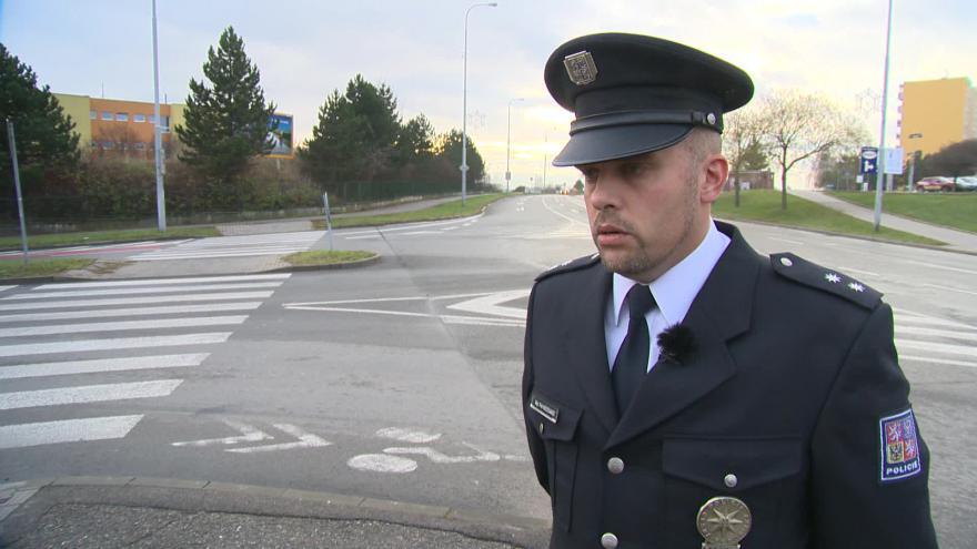 Video Policejní mluvčí Petr Nečesánek o místech pro přecházení