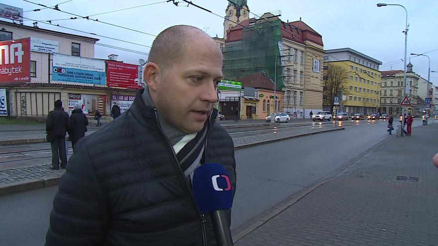 Video O přecházení před Gymnáziem Křenová hovoří zástupce ředitele Jan Kaplan