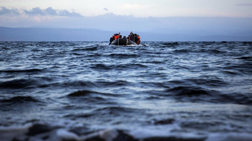 Video Přes špatné počasí proudí do Evropy další migranti