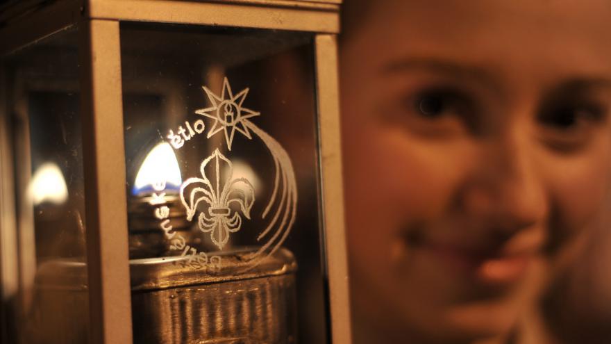 Video Skauti vyrazili pro betlémské světlo
