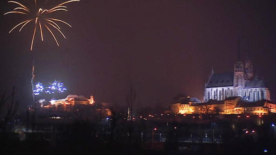 Video Část novoročního ohňostroje v Brně