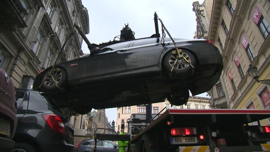 Video Bez komentáře: Špatné parkování neřeší strážníci pouze botičkou