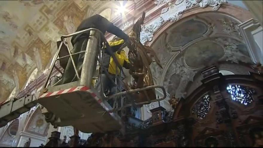Video Bez komentáře: Vzácné sochy se vrátily do baziliky