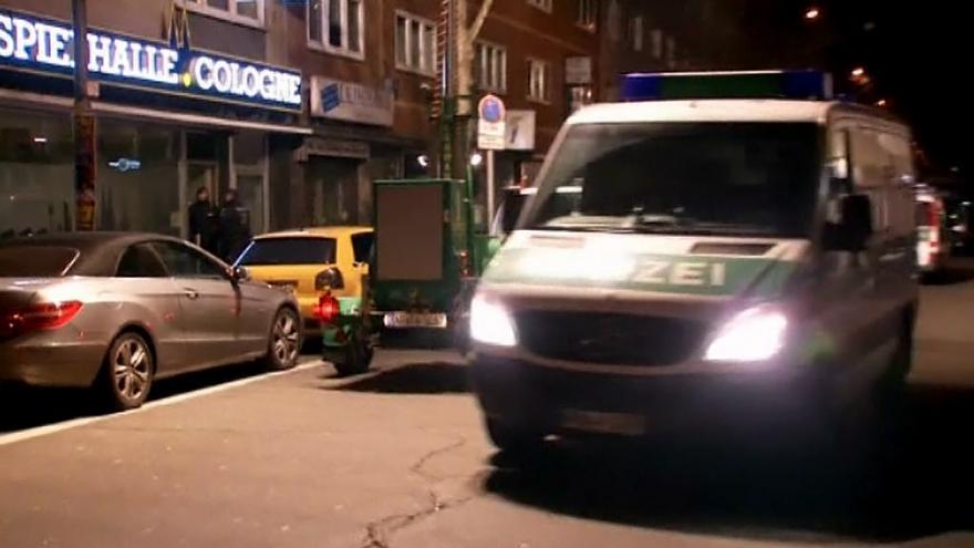 Video Dvanáct lidí zadržela policie v Kolíně nad Rýnem při rozsáhlé noční razii