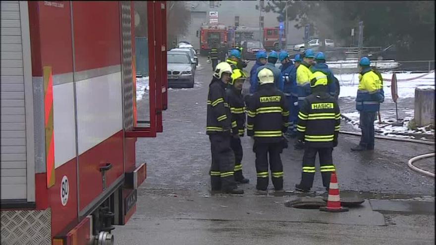 Video Na místě zasahuje osm jednotek hasičů