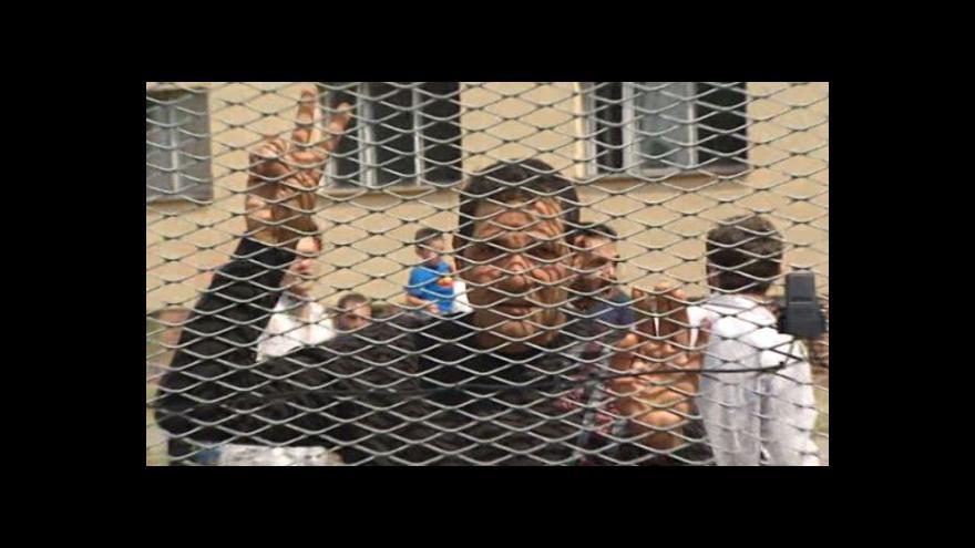 Video BEZ KOMENTÁŘE: Uprchlíci se bouří v Bělé