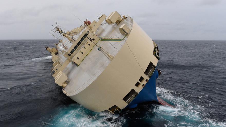 Video Geolog k odtažení lodi Modern Express