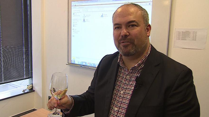 Video Při výuce angličtiny degustují víno