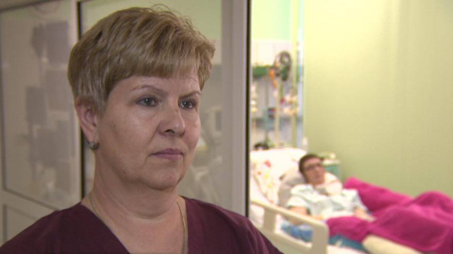 Video Maminka Jaroslava tráví s Veronikou v nemocnici každý den