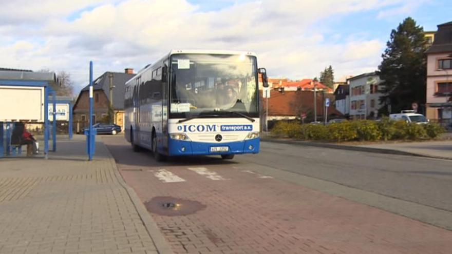 Video Události v regionech: Ke stížnosti odborářů na autobusový tendr se připojí i dopravci