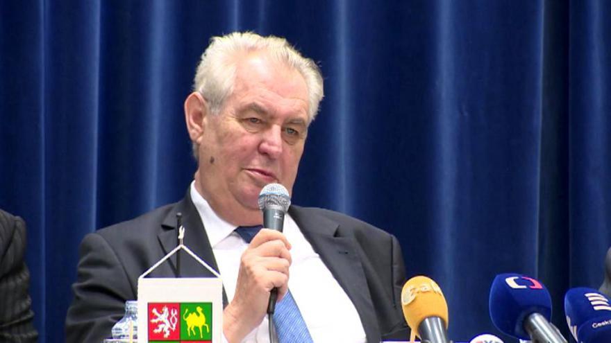 Video Události: Prezident komentoval výkupné za unesené Češky
