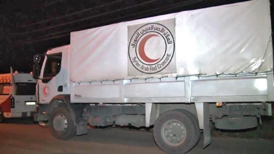 Video Damašek povolí humanitárním konvojům přístup do obléhaných míst