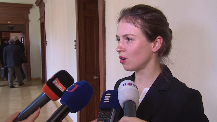 """Video """"Rodiče se s autoritativním rozhodováním zdravotníků setkávají často,"""" říká Zuzana Candigliota"""