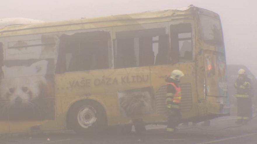 Video Při nehodě autobusu utrpělo zranění 47 lidí