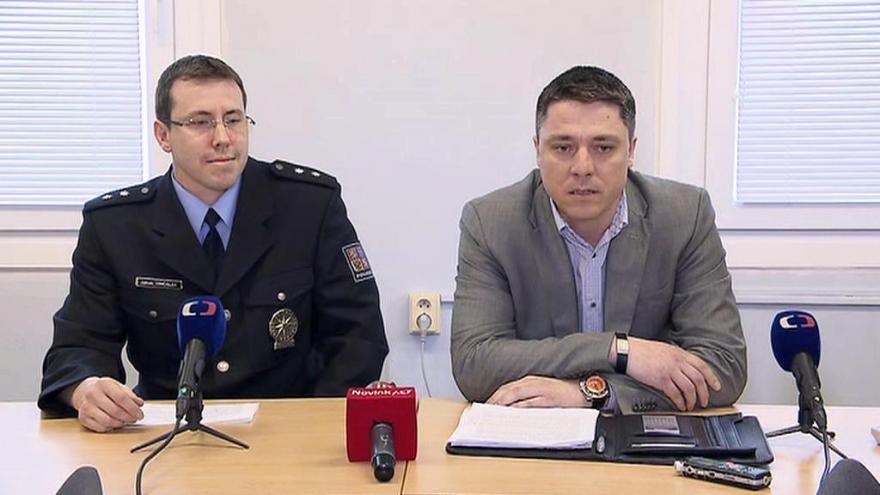 Video Policejní brífink ke společné akci české a španělské policie