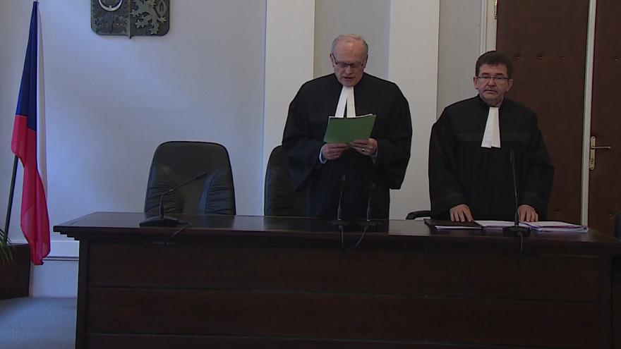 Video Podle Ústavního soudu je kontrola platnosti průkazu totožnosti nutnost