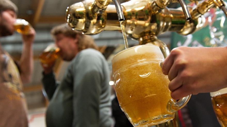 Video Nízké prodeje piva v restauracích