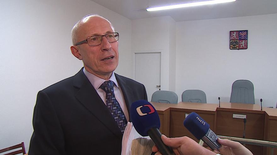 """Video """"Odškodné má kompenzovat pouze míru urpení ne majetkovou újmu,"""" řekl předseda senátu František Hrabec"""