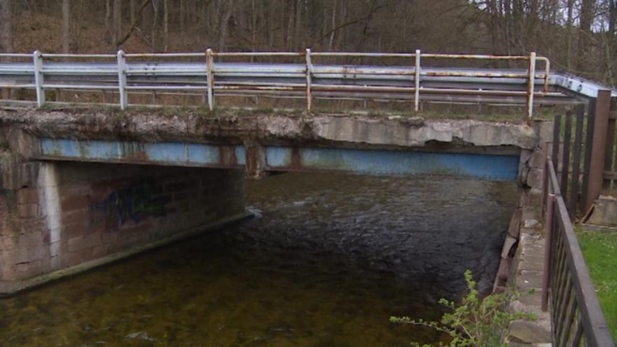Video Události v regionech: Na most přes Úpu nikdo nesmí