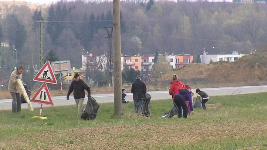 Video Organizátor úklidu Orlové: Našli jsme i pneumatiku od traktoru