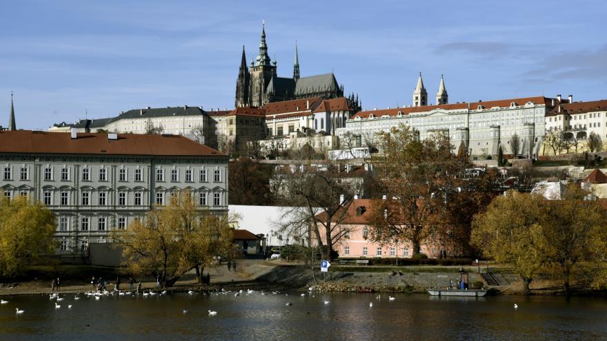 Video Průzkum pro ČT: Zemanův potenciál atakuje 50 procent, s Drahošem by však ve 2. kole prohrál